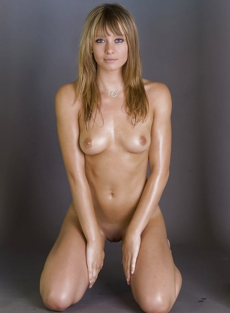 fakes-nude-pics-of-julie-mcniven
