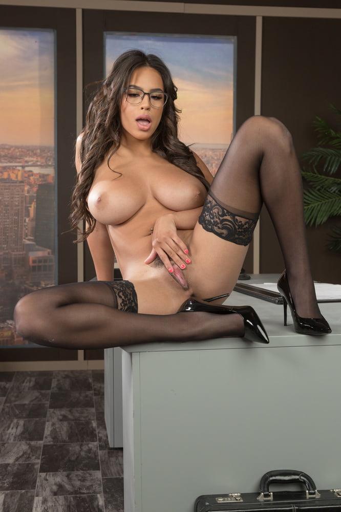 Erotic pose - 71 Pics