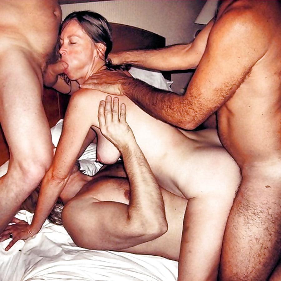 Частное порно видео жену трахают двое — pic 13