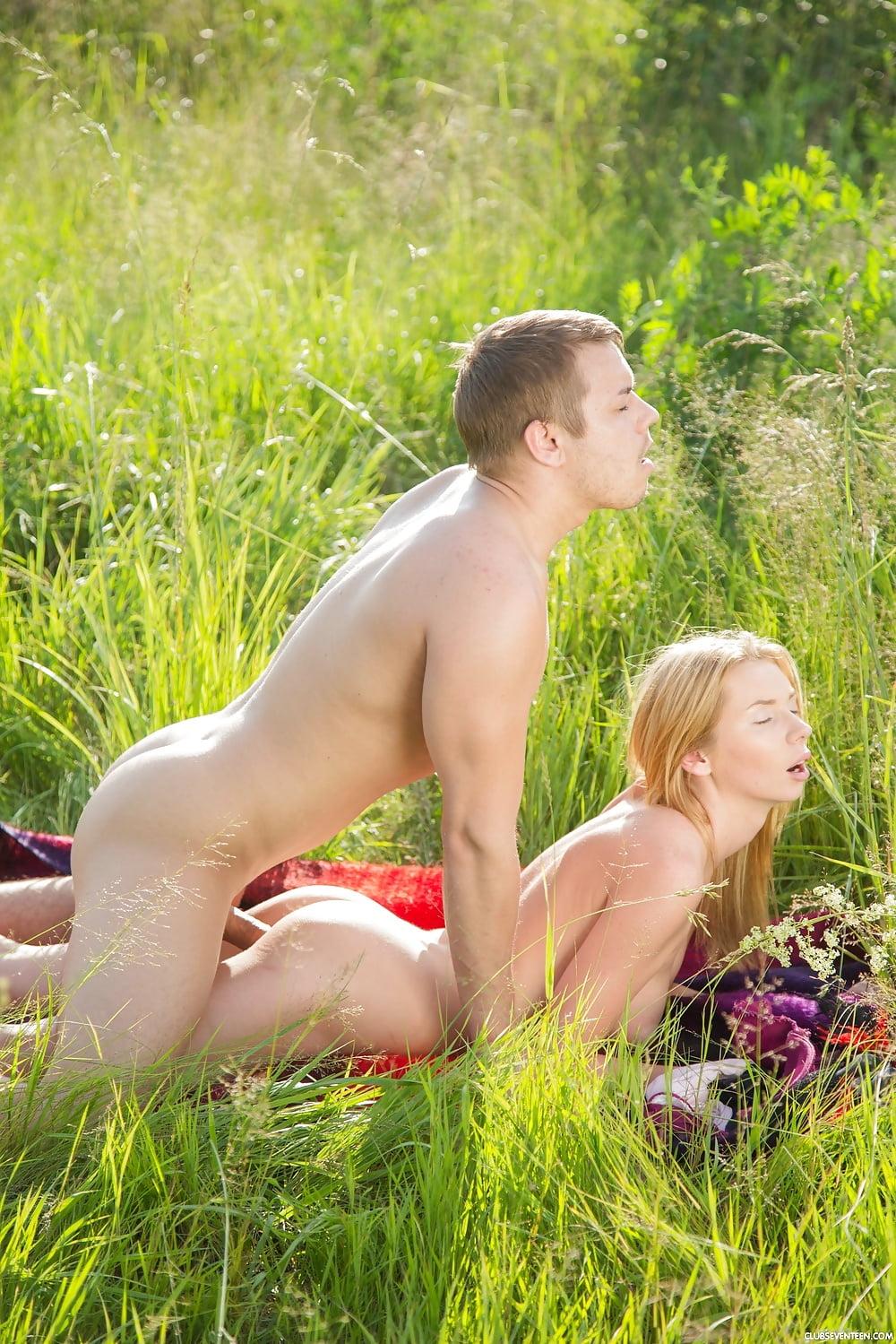 Девки На Природе Порно Бесплатно