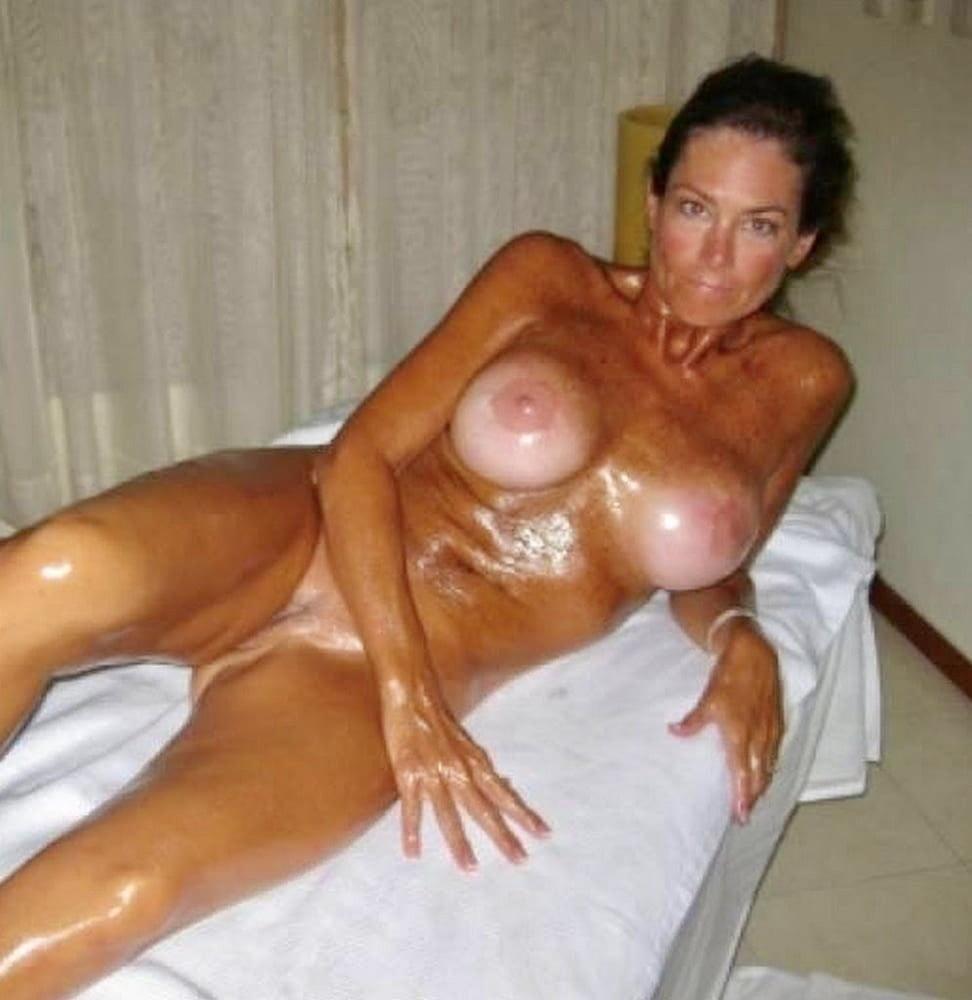 Russian amateur milf Girlfriend showing pussy