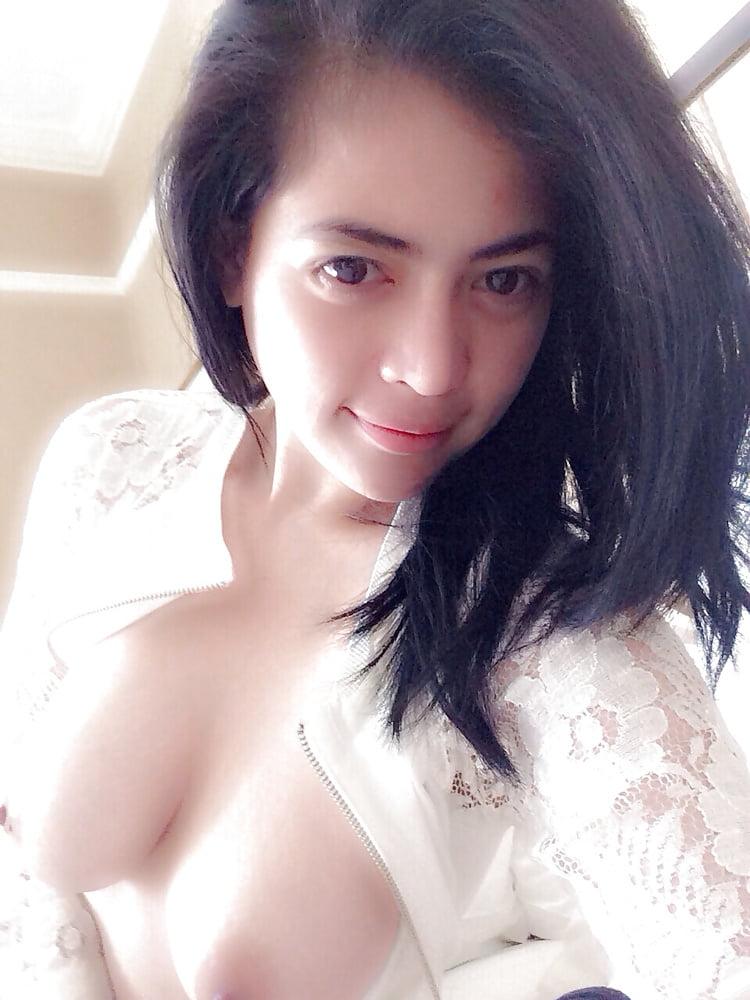 sexy-malay-babe-naked-thong