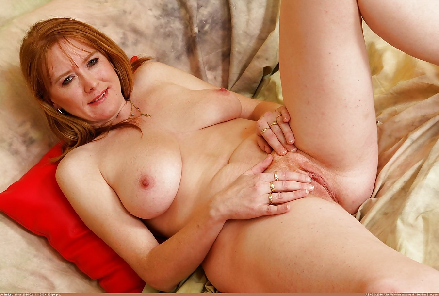 Sexy all natural redhead wife nude