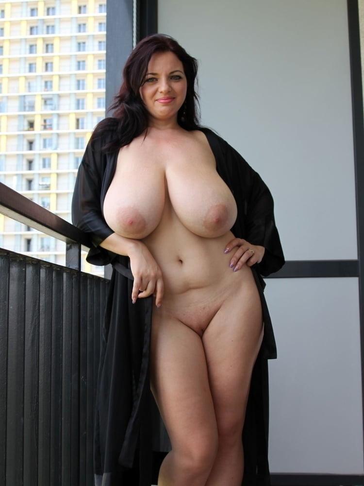 Big boobs sexywifes- 15 Pics