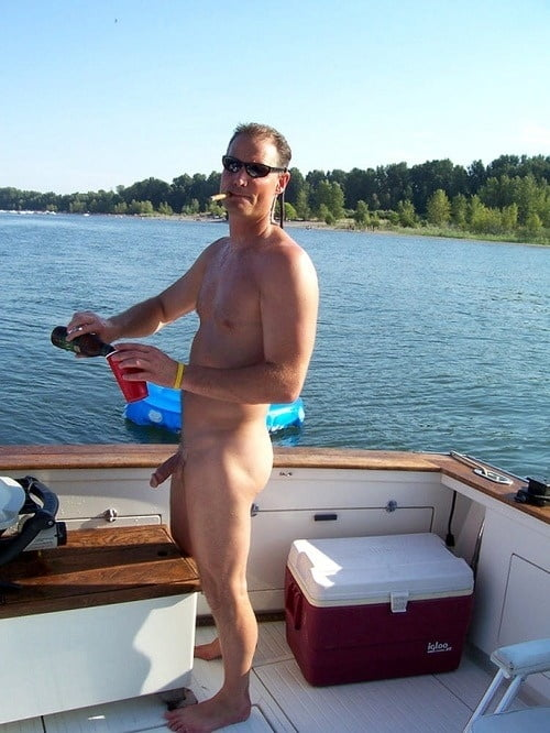 pics-videos-guys-boating-naked