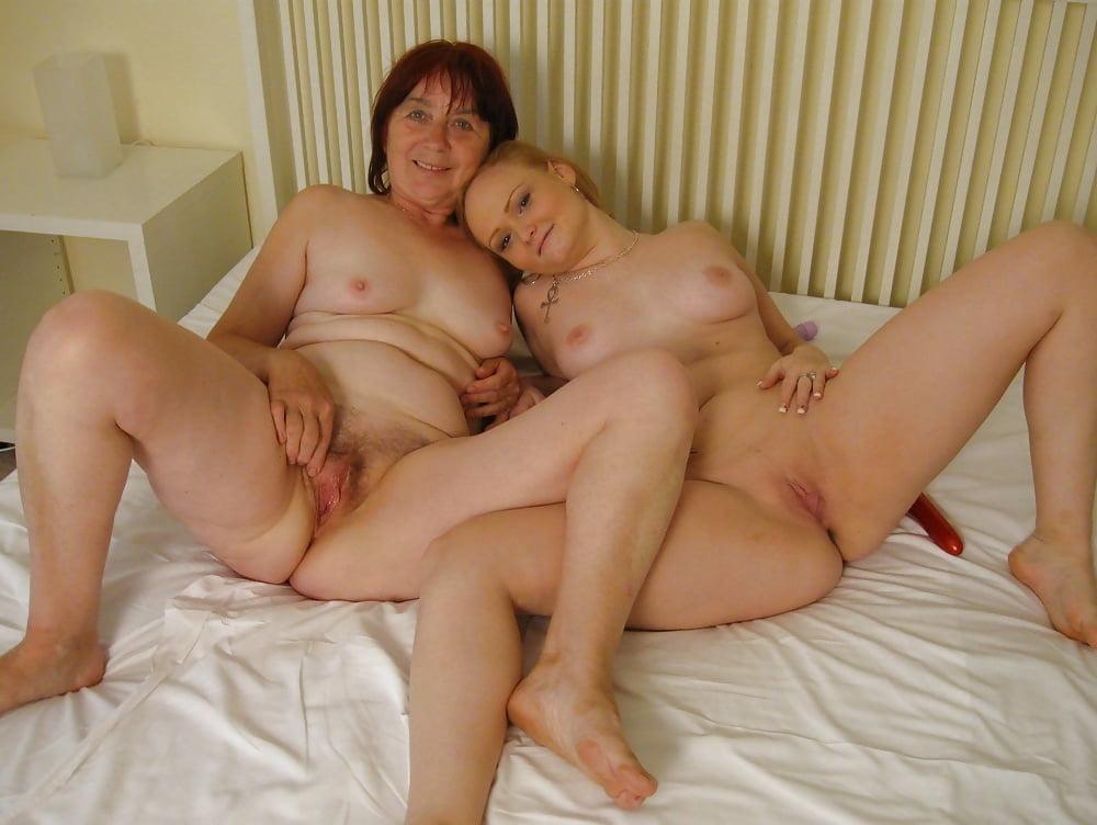 Мамочка раздевается порно
