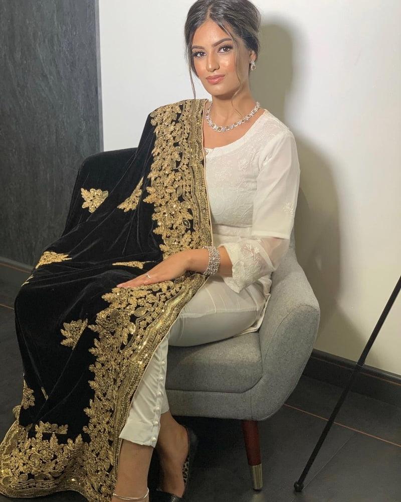 Slutty Paki Desi Sexy In Heels Pakistani Indian Arab Hijabi- 503 Pics