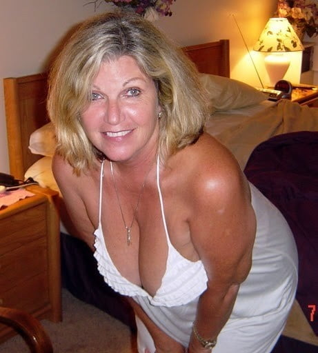 Busty cougar milf real loves huge dick to play with