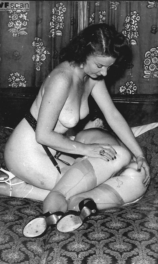 Mature Lesbo Set 1 Circa 1950 - 5 Pics  Xhamster-2900