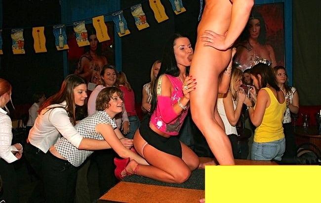 фото вечеринка без одежды сексуальный