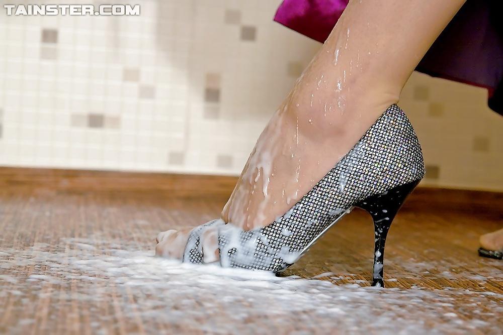 рукой при туфли обкончали фото женщины, чаще