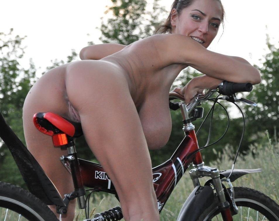 блядины девку на велосипеде выебли без трусов ветреный