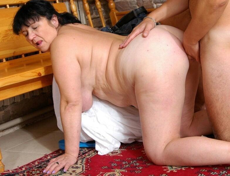 Fat mom having sex