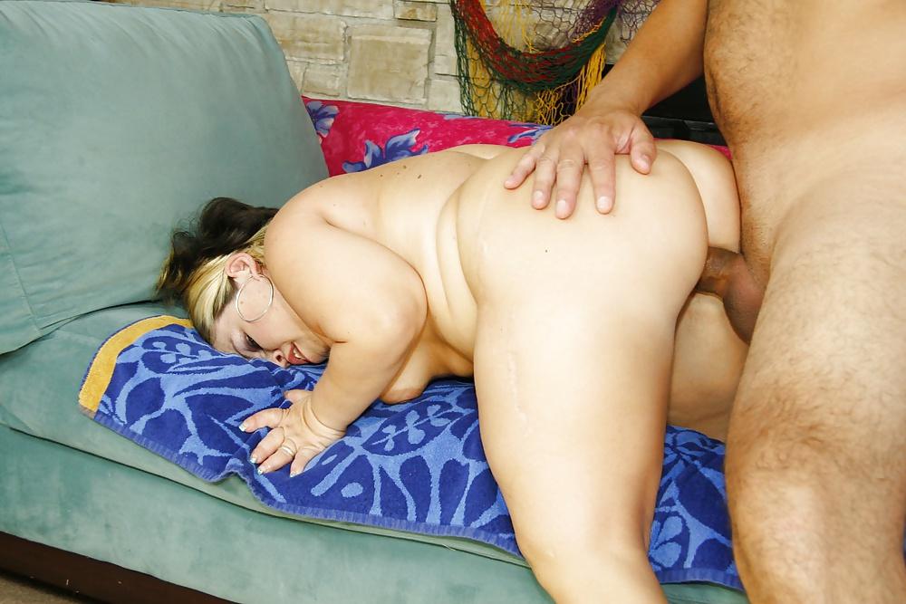 Black Midget Fucks Curvy White Whore Bringing Her Huge Pleasure