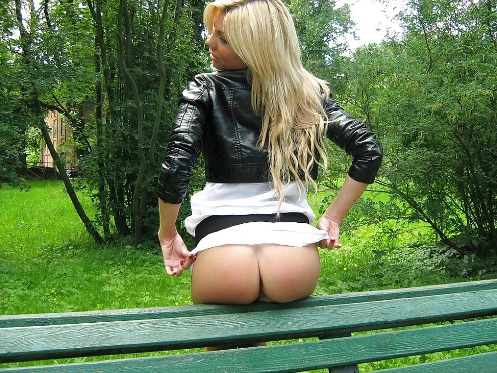 Трахнул девушки в парке под юбками без трусов домохозяек девушки волосатыми