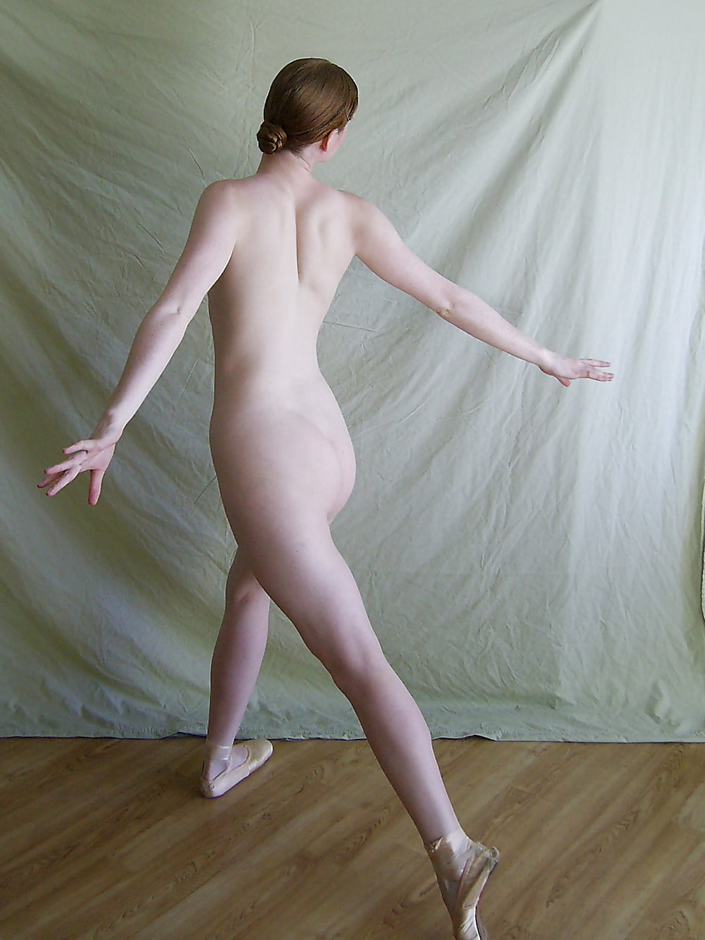 Sexy girl naked dance