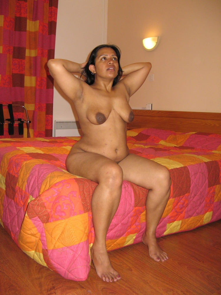 Indian nude sexy housewife