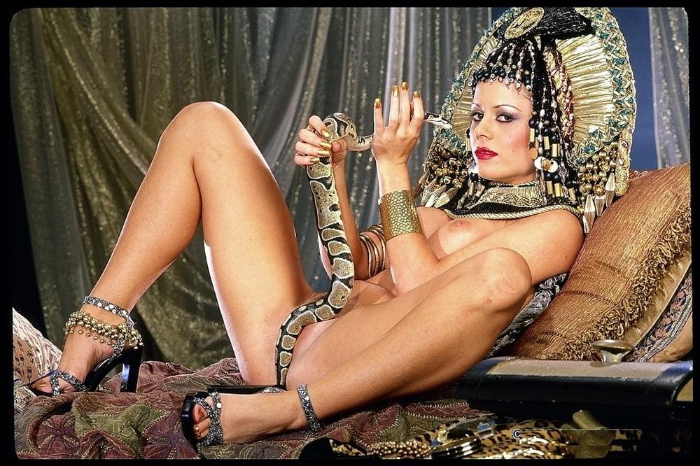 elizebeth-taylor-fucking-sexy-mature-smoking-sluts