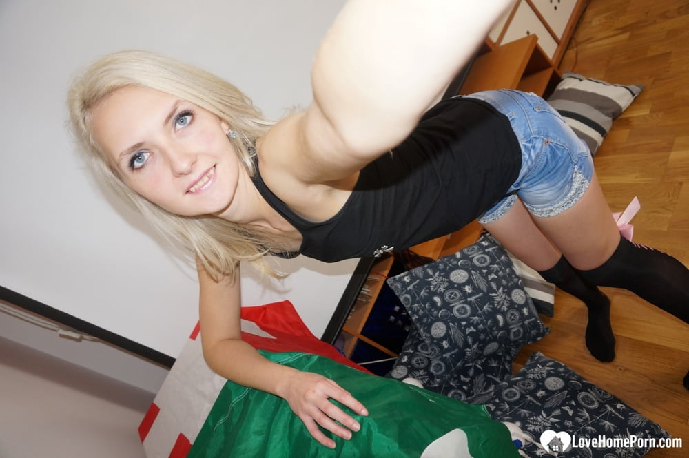 Blonde babe from the university posing in stockings - 20 Pics