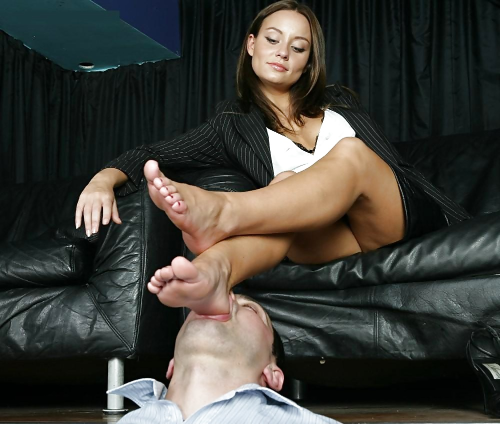 Big sexy mens feet worshipped by women #4
