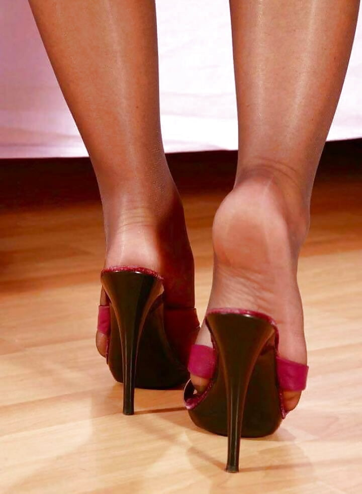 Shoes with ass