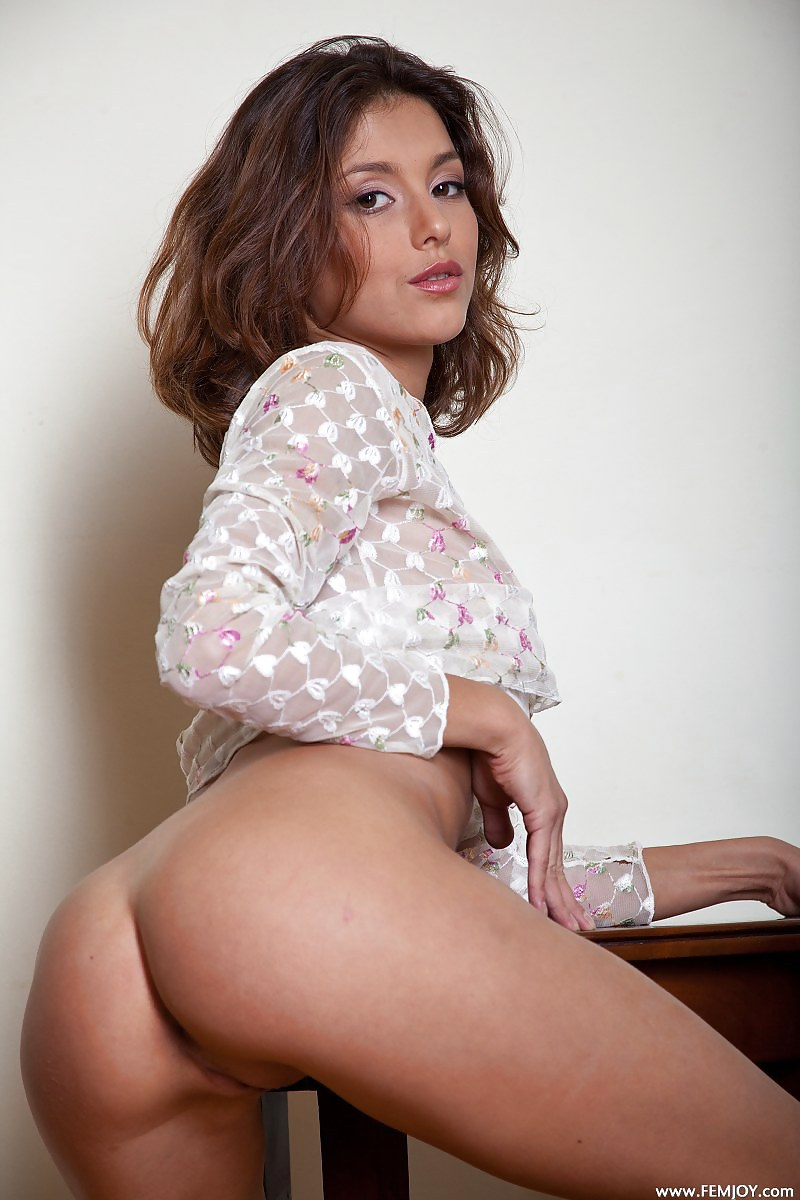 Sexy latina booty pica