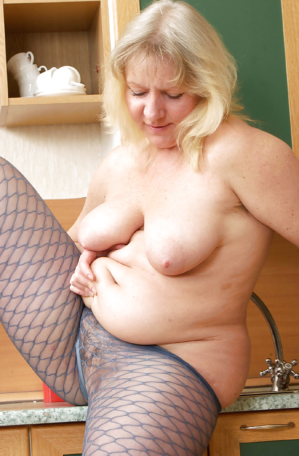 Mature tits mom-8760