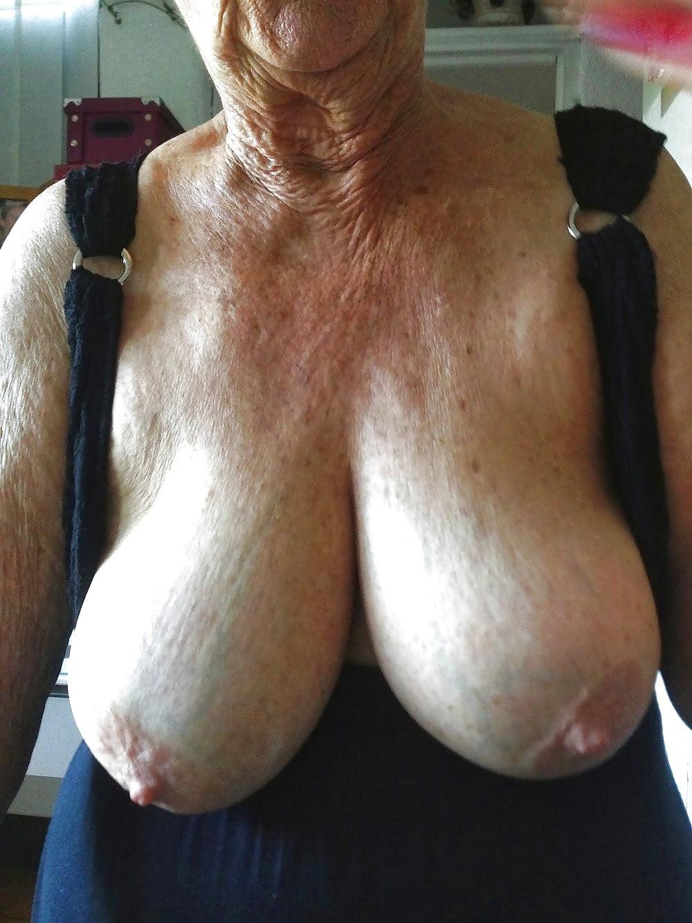 потаскуха показала фото старые большие груди секса откроет
