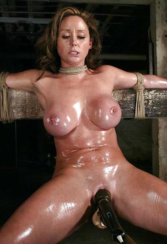 Hot oiled woman bondage, no legs sex pic