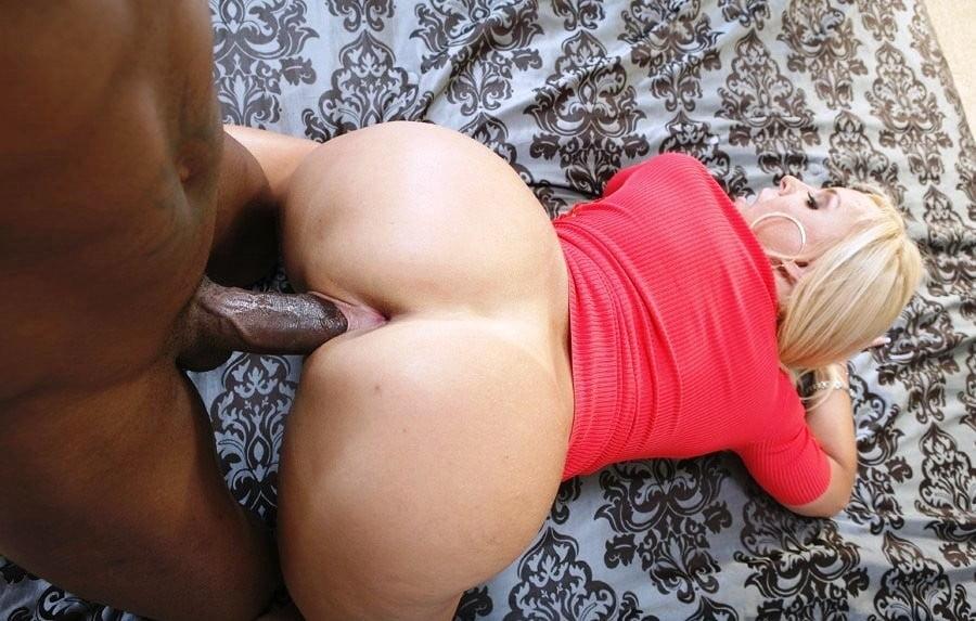 Мамочки с большими задницами трахаются