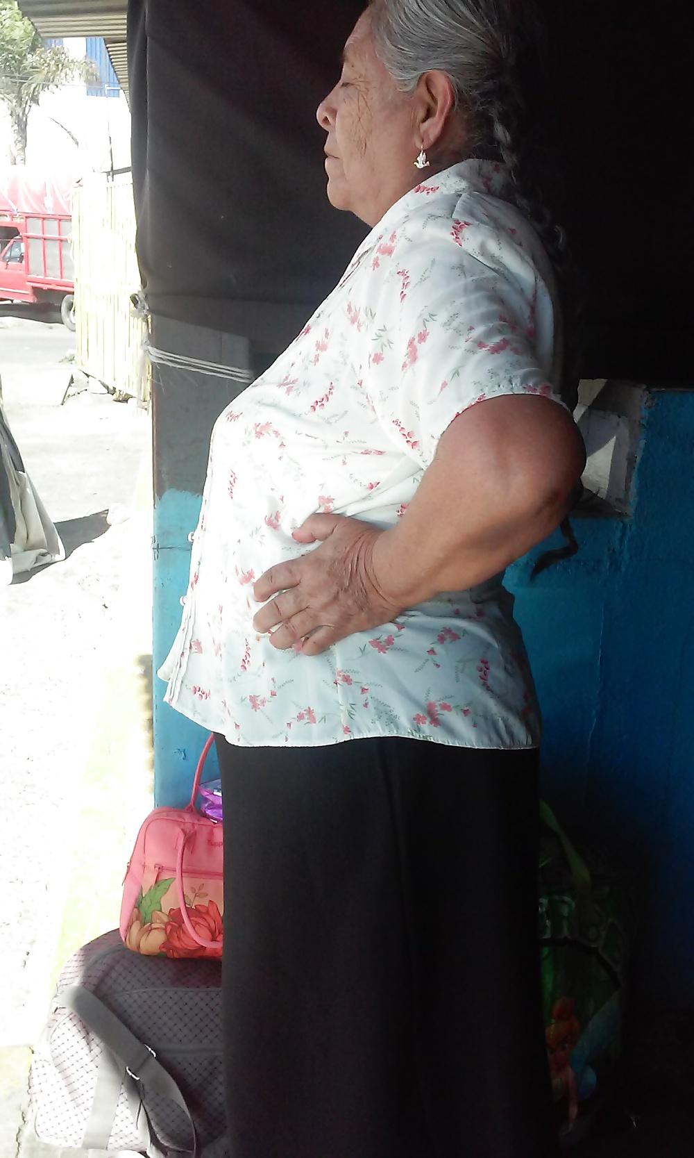 Chinita se rifa una mamada bien sabrosa - 2 4