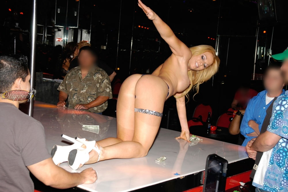 Strip club nudes 11