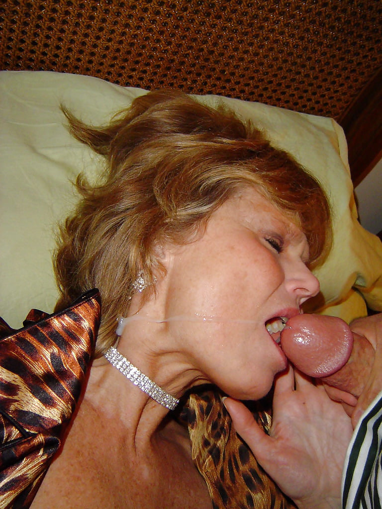 Old women housewife pics