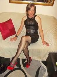 Milfs in mini skirts and heels - 31 Pics