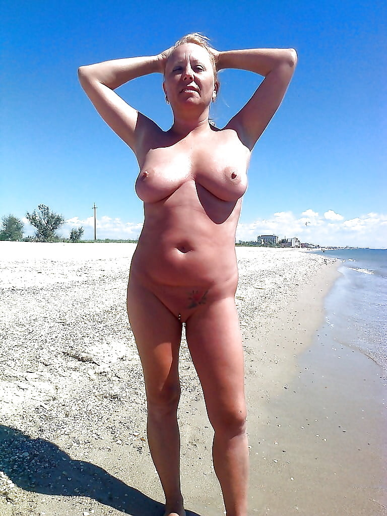 amature-beach-babe