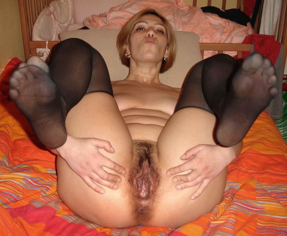porno-foto-razdvinutie-nogi-zhenshin