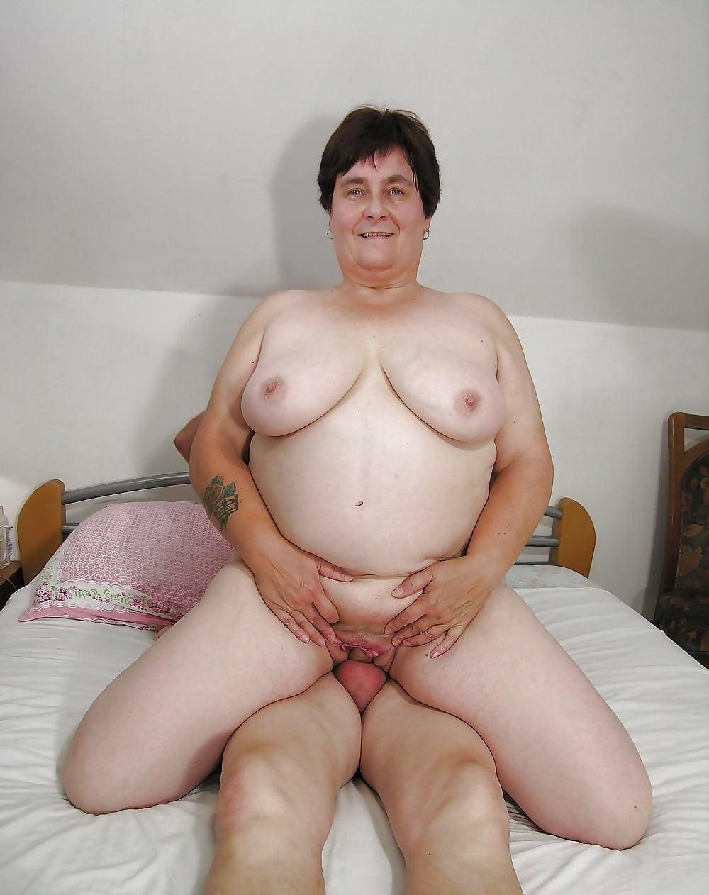 Big fat lesbian mature mom fucks young daughter