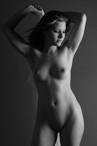 Black & White 4 - 99 Pics