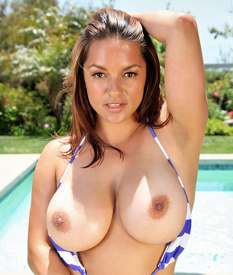 Busty Latina Monica Mendez Takes A Shower Outdoors And Drills Her Hole With Glass Dildo