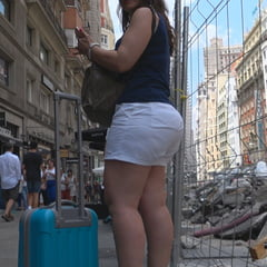 CANDID SPANISH MATURE ASS IN SHORTS