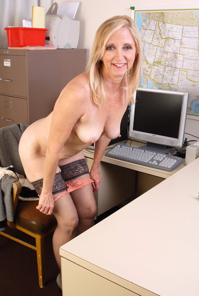 full-nude-milfs-at-work-younge-girls