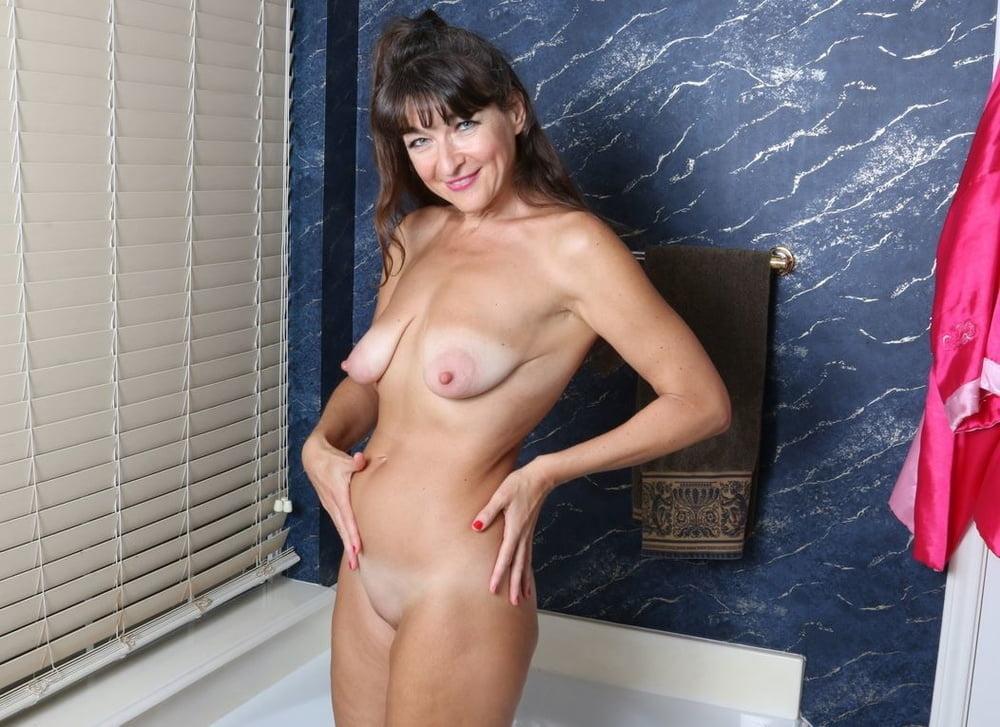 Худенькие голые девушки с отвисшей грудью фото