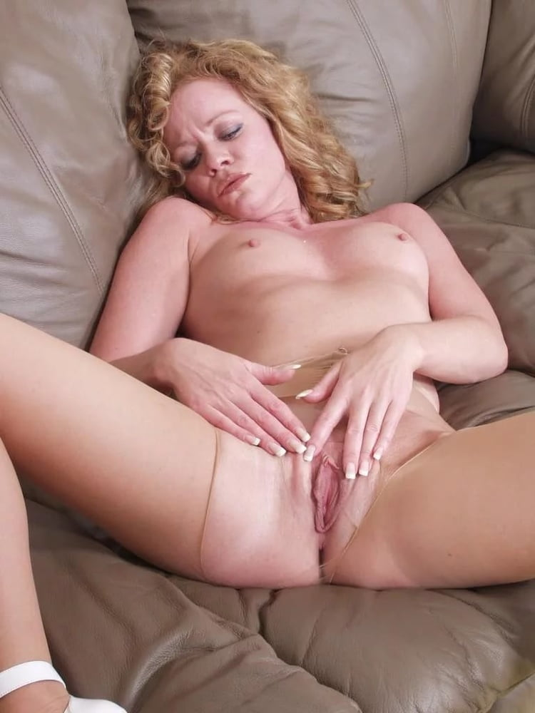 Free video mature women masturbating #12
