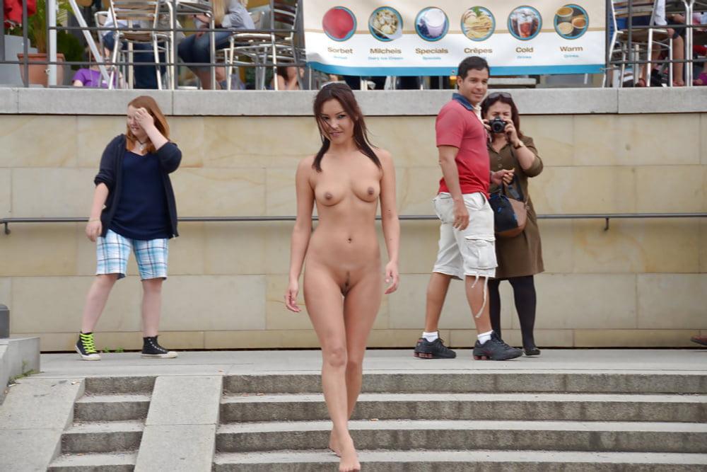 смотрели, сами голые девушки на публике смотреть фото тромбофлебит никуда делся,так