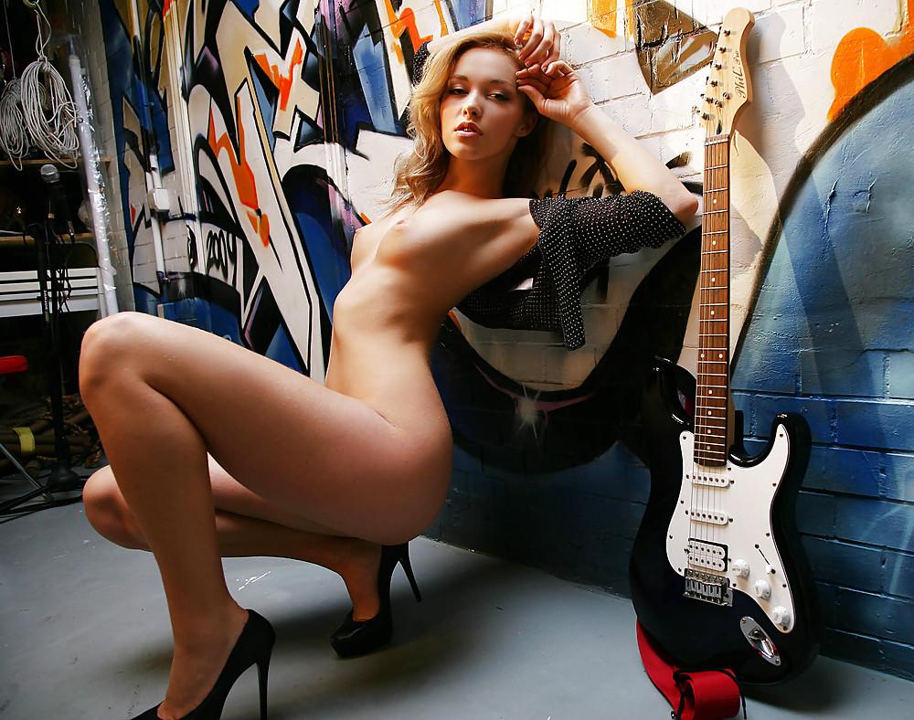 guitars-girls-xxx