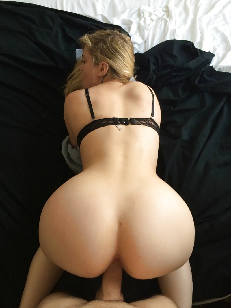 blonde-girlfriend-ass