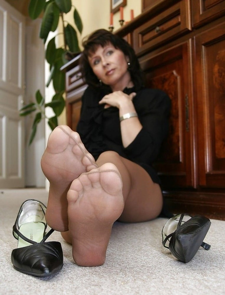 Mature feet in pantyhose 6