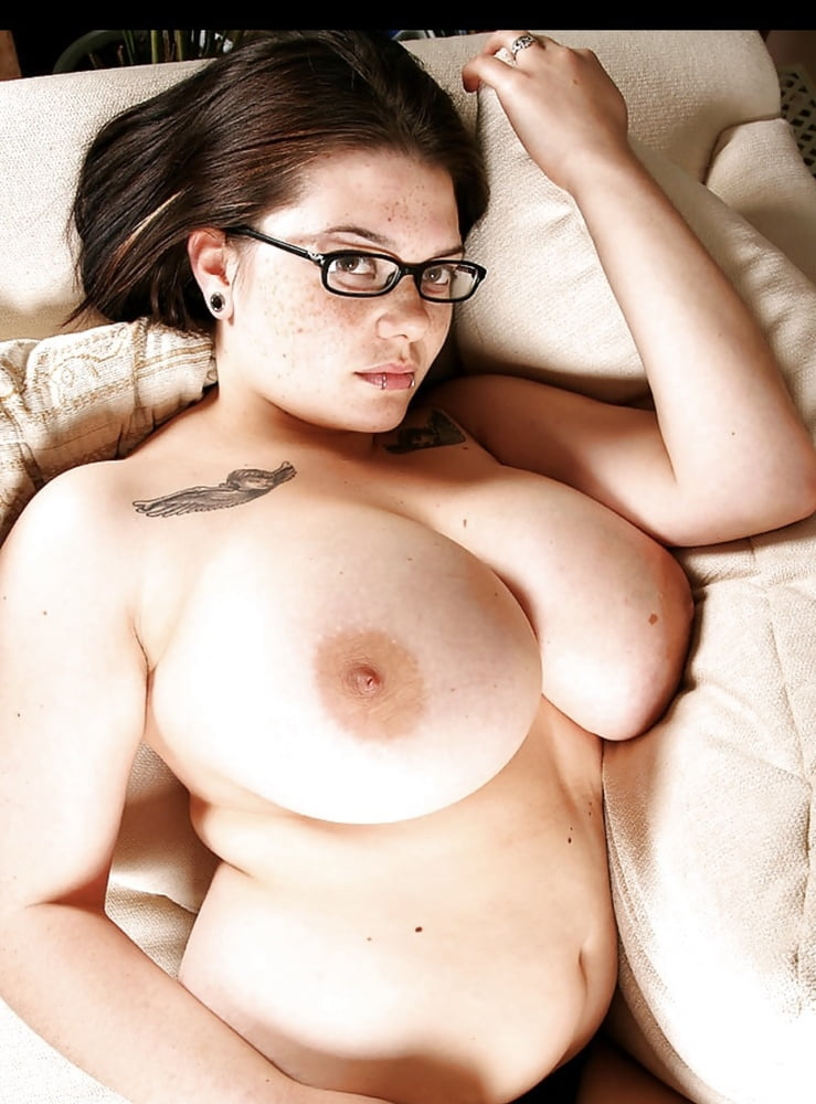 naked-girls-with-plump-tits-pics-wwe-hottest