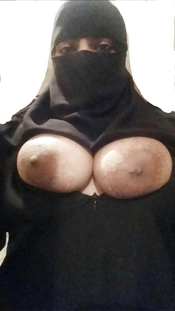 Saudi Arabian Girl Sexy Topless Selfies