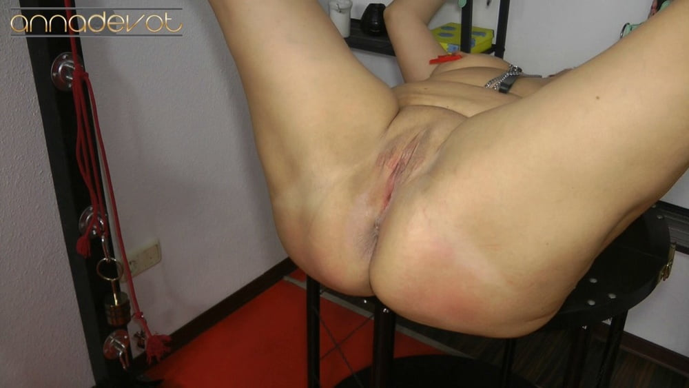 Open pussy spanked - 15 Pics